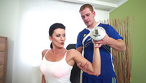 sporty mom fucked off out of one's mind her coach