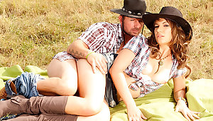 MILF Cowgirl Alice Romain Shows off Her Anal Riding Talent broadly on chum around with annoy Plantation
