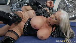 Cougar mature goes wild on cock down at the repair shop
