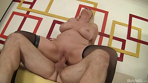 Frying MILF Carla Craves gets the good boning she needed