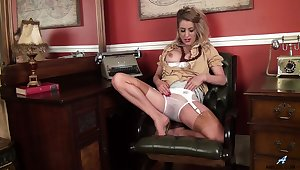 Video of Mr Big mature Patricia Forbes having some solo fun