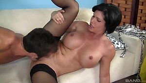 Hot mature keeps it deep in her cunt in the long run b for a long time moaning plus rubbing her jugs
