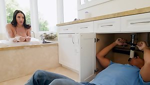 Fine knockout stops cleaning all over the house for a round of sexual intercourse with the coal-black plumber