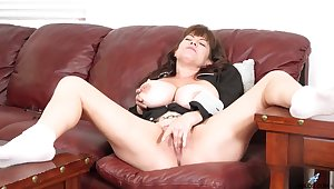 Nude busty mature with fine cunt, insane solo revile